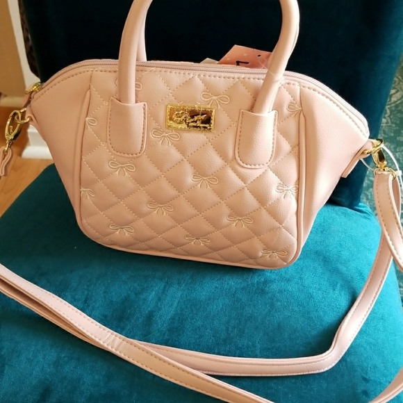 Betsey Johnson Handbags - 1 hour sale Betsey Johnson med satchel